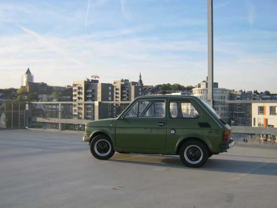 Fiat 126 auf dem Parkdeck